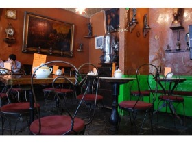4538261-Cafe_Reggio_inside_New_York_City